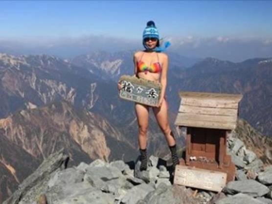 """""""Ich habe auf jedem der 100 Berge einen Bikini angezogen"""", sagte sie dem taiwanesischen Sender FTV vergangenes Jahr."""