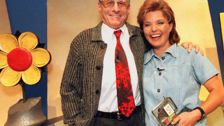 """1999 übernahm Monika Fasnacht von Jürg Randegger die Moderation des """"Samschtig-Jass"""" (Archiv)"""