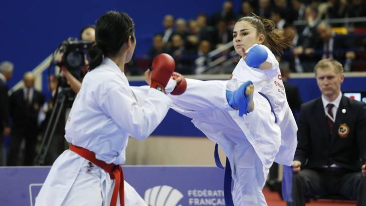 ElenaQuirici (rechts) am Paris Open gegen die Japanerin Kayo Someya.