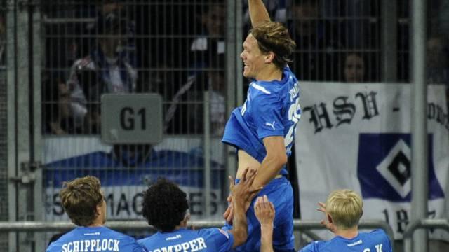 Hoffenheimer Jubel mit 2:1-Torschütze Vestergaard.