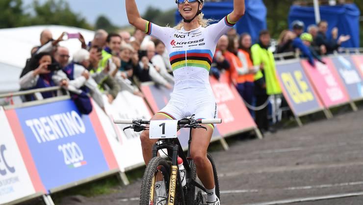 Ein überlegener Sieg: Mit mehr als zwei Minuten Vorsprung gewann Jolanda Neff den EM-Titel im Cross-Country der Mountainbikerinnen.