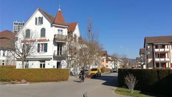 Hier an der Kreuzung von Altberg- und Schächlistrasse gelang es der Polizei, den Raser zu stoppen.