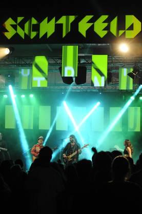 """Action auf der Bühne bei """"Rotfront"""""""