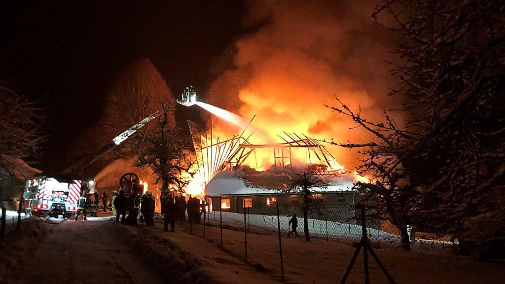 Beim Eintreffen der Feuerwehr stand der Bauernhof bereits in Flammen.