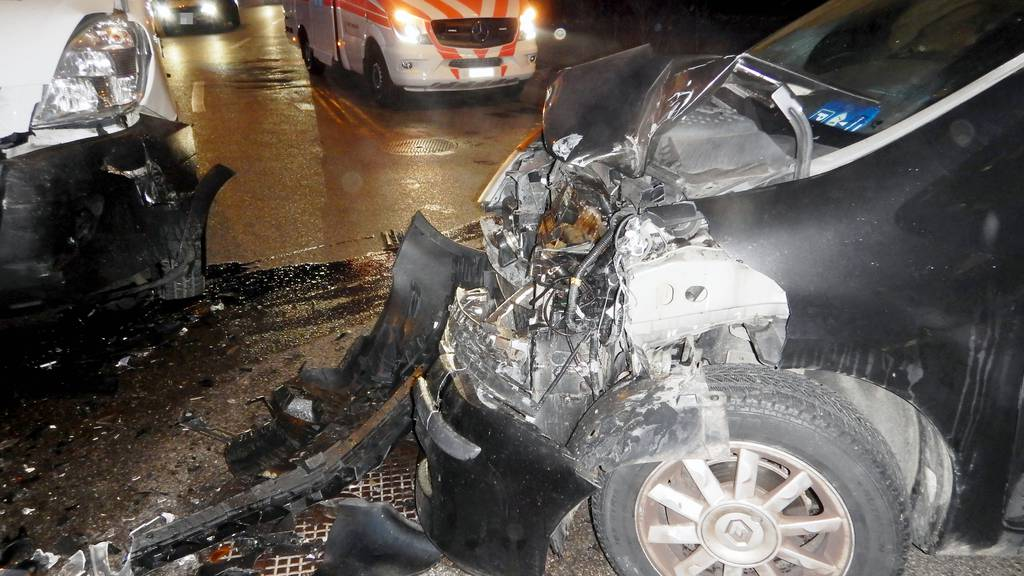 Warum der Autofahrer auf die Gegenfahrbahn kam, ist noch unklar.