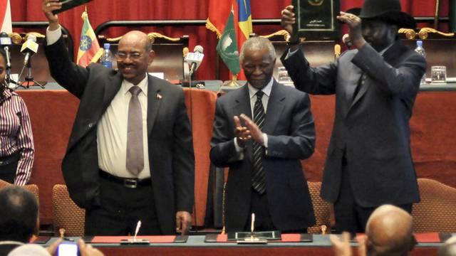 Der sudanesische Präsident Omar al-Baschir (l.) und sein südsudanesischer Amtskollege Salva Kiir nach der Unterzeichnung mehrerer Abkommen in Addis Abeba