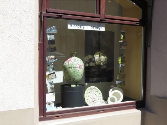 Die Gemeinde Kienberg präsentiert sich mit Gips und Keramik.