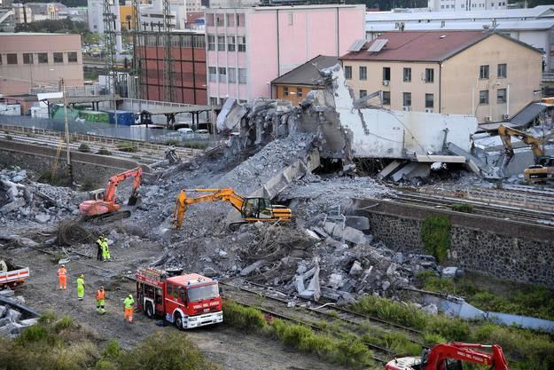 Am 14. August stürzt in der italienischen Stadt Genua eine Autobahnbrücke ein.