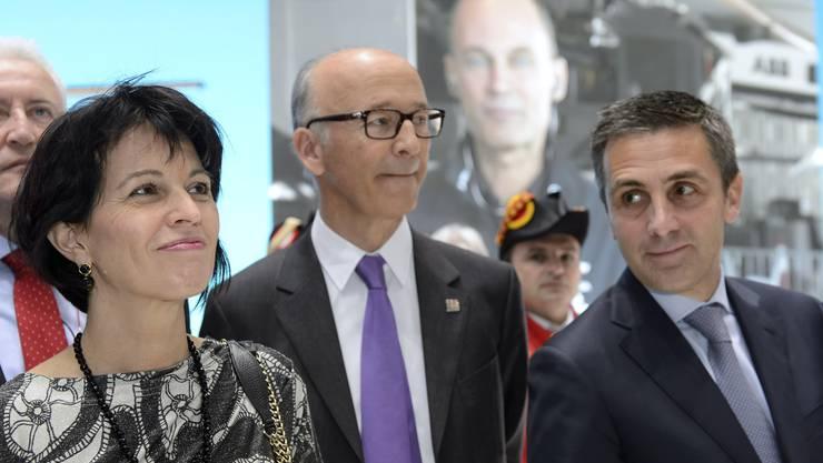 Bunderätin Leuthard mit Autosalon-Chef Maurice Turrettini (Mitte) und dem Genfer Staatsrat Francois Longchamp.
