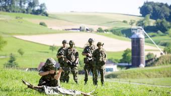 Gefechtsübung der Infanterie-Einheit 423 auf dem Schiessplatz Gehren in Erlinsbach
