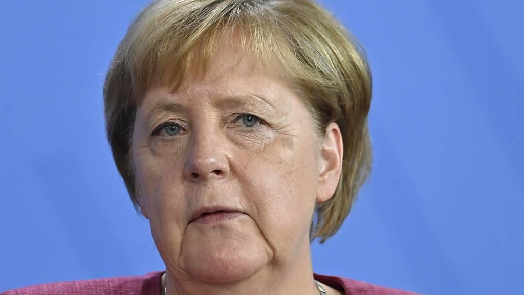 ARCHIV - Bundeskanzlerin Angela Merkel (CDU) hat die für den 28. bis 30. August geplante Reise nach Israel wegen der dramatischen Entwicklung in Afghanistan abgesagt. Foto: John Macdougall/AFP POOL/dpa