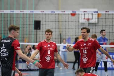 Als der letzte Ball der Luzerner ins Netz fliegt können Topscorer Luca Ulrich (l.), Marcin Ernastowicz (M.) und Captain Samuel Ehrat (r.) jubeln.