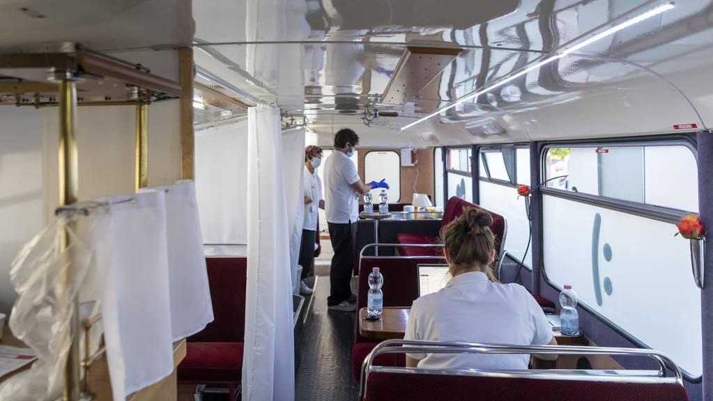 Künftig sollen mehr Impfbusse durch die Kantone fahren.