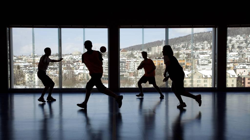 Sportunterricht (Symbolbild)
