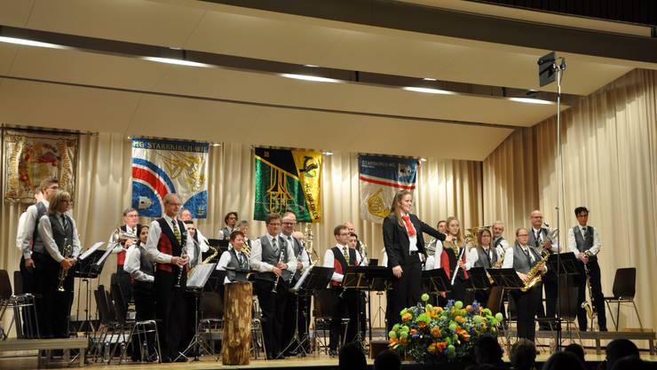 Die Spielgemeinschaft der Musikgesellschaften Dulliken und Starrkirch-Wil an der Abendunterhaltung in Starrkirch-Wil