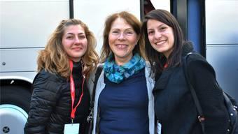 Willkommen: Am Dienstagabend traf der bulgarische Chor in Möhlin ein. Gerlind Oertli (Mitte) empfing ihre beiden Gäste herzlich. Nadine Böni