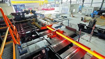 Investiert: Im Stahlwerk Gerlafingen wird noch investiert, etwa in die neue Walzstrasse. Andere Vorhaben sind nun aber auf dem Prüfstand.