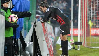 Ein enttäuschter Geoffrey Treand nach dem Schlusspfiff: Der FC Aarau schiesst gegen Luzern drei Tore – und scheidet trotzdem aus. Martin Meienberger/freshfocus