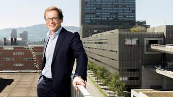 Blick auf Beton: Roger Köppel, 55, auf dem Balkon seiner «Weltwoche»-Redaktion.