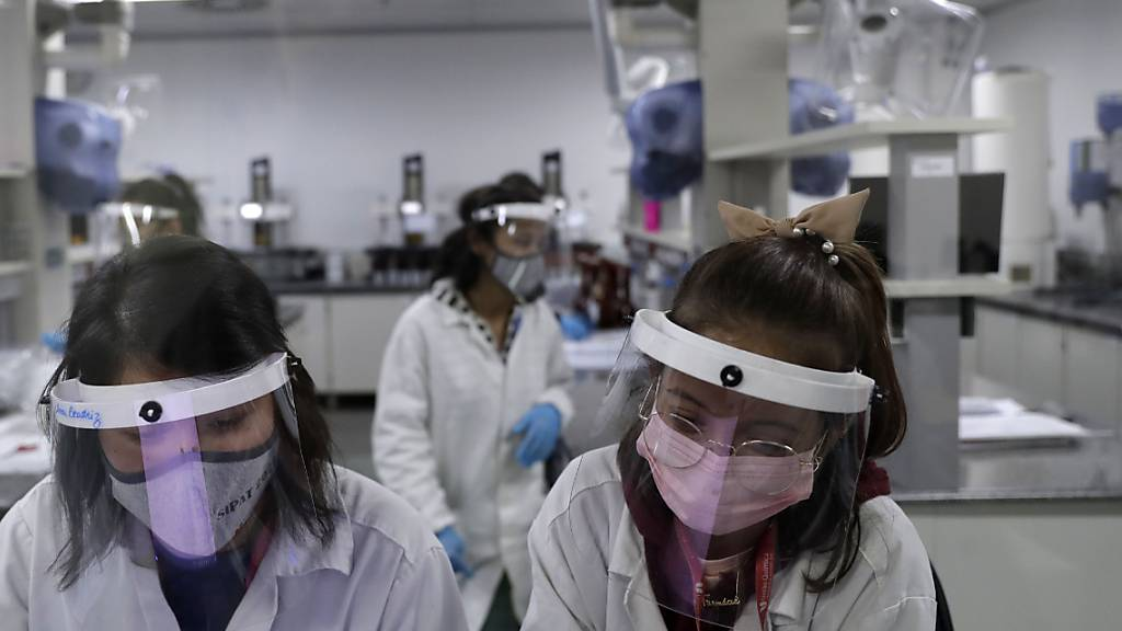 Im südamerikanischen Amazonas-Gebiet ist eine neue Variante des Coronavirus entdeckt worden. Diese Mutation lässt sich mit den gängigen Impfstoffen bekämpfen. (Symbolbild)