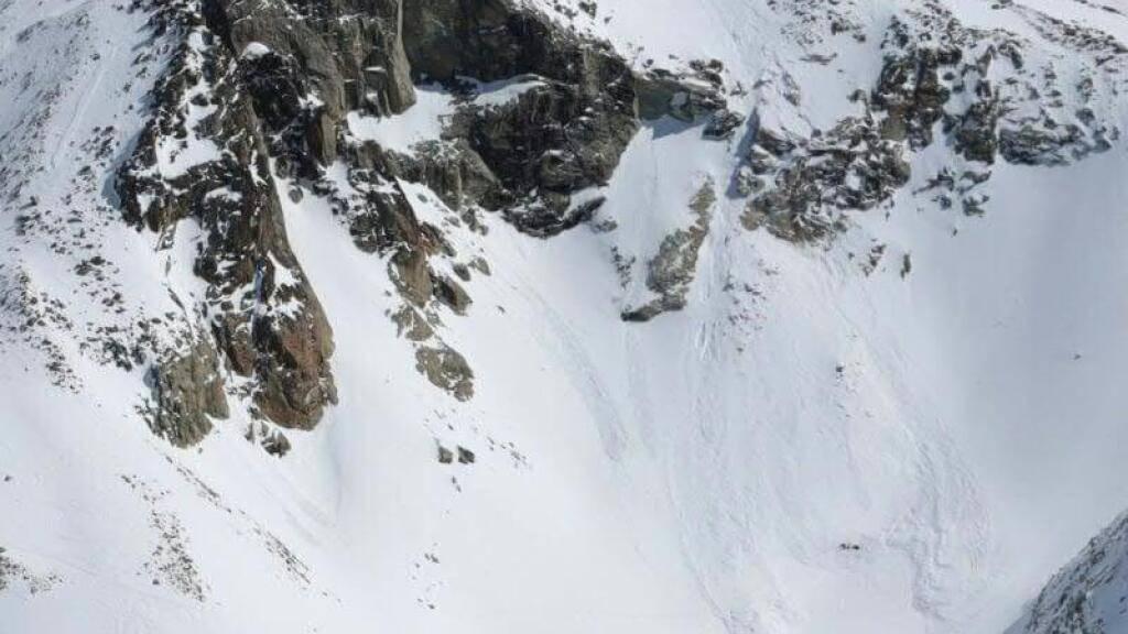 Bei einem Lawinenniedergang oberhalb von Zinal ist ein 42-jähriger Mann ums Leben gekommen.