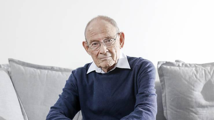 Ladislaus Löb in seiner Wohnung in Zürich Wollishofen «Ich wollte mich anpassen und ein guter Schweizer werden.»