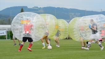 Bubble-Fussball trainiert auch die Lachmuskeln. Das erste Turnier gabs letzten Samstag in Hitzkirch LU zu sehen.