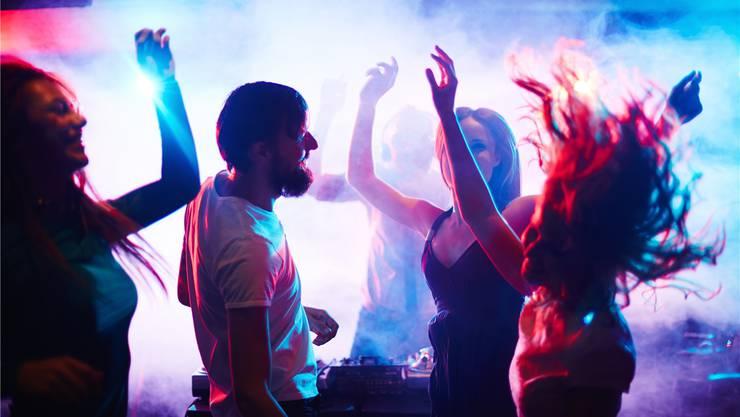 In Aarau dürfen Club-Besucher fast überall nur bis 4 Uhr feiern. Das gilt übrigens auch in Baden und Olten. iStockphoto