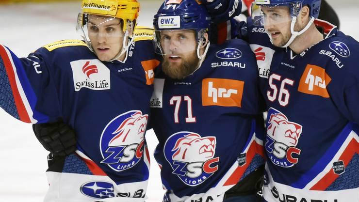 Fredrik Pettersson (Nr. 71) erzielte für die ZSC Lions beim Sieg über den EHC Biel zwei Tore