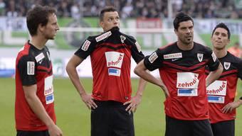 Enttäuschte Gesichter beim FC Aarau: Nach der Niederlage in St. Gallen ist der Abstieg besiegelt.