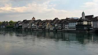 Eine Stadt, ein Fluss, sieben Kandidaten: Um die fünf Stadtratssitze bewerben sich fünf Männer und zwei Frauen.