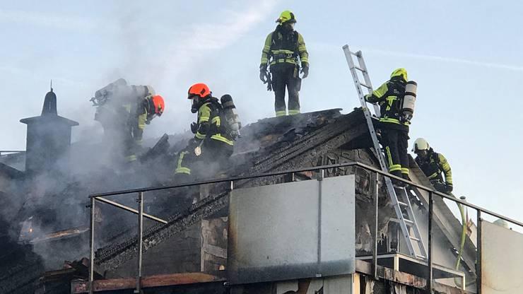 Das Feuer richtete beträchtlichen Sachschaden an.