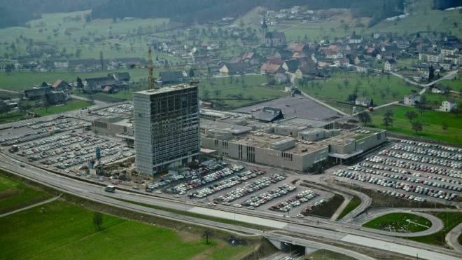 Luftaufnahme von Spreitenbach im Frühling 1970 kurz nach der Tivoli-Eröffnung. Foto: HO