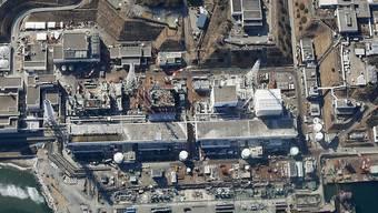 Blick auf das havarierte Atomkraftwerk Fukushima (Archiv)