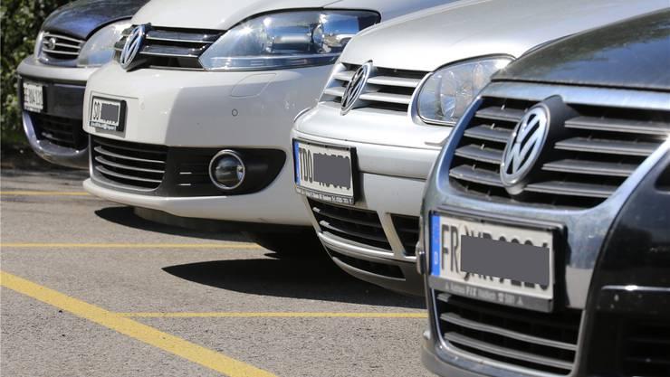Deutsche Autoschilder in Serie.