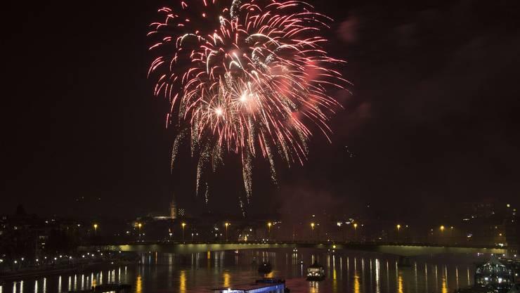 Mit dem Silvester-Feuerwerk wird in Basel der Jahreswechsel jeweils laut und farbenprächtig inszeniert.