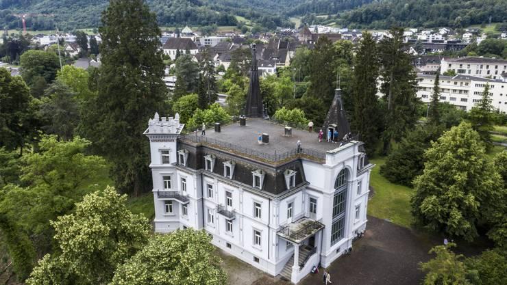 Am «Morgen der offenen Türe» Mitte Juni konnten Interessierte zum ersten Mal nach elf Jahren wieder durch den Park der Villa Himmelrych spazieren.