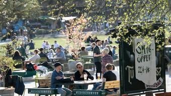 Noch sind Cafés überall in Schweden geöffnet. Ob das so bleibt, ist nicht mehr gesichert. Zumindest lokal könnte es zu Lockdowns kommen.