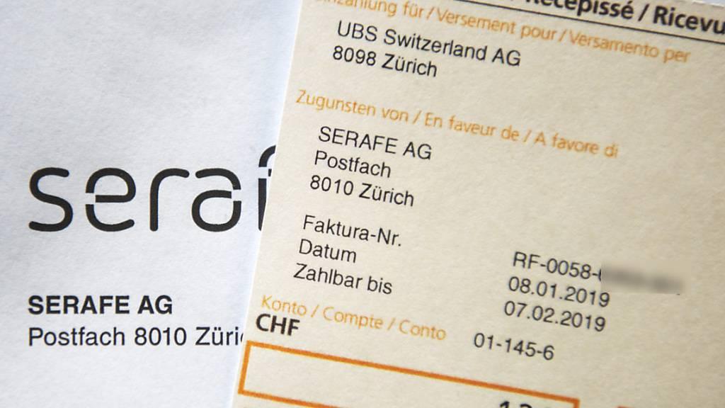 Die Gebührenstelle Serafe zieht den Haushalten bis Ende Jahr 50 Franken von der Gebührenrechnung ab. (Archivbild)