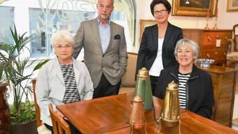 Feiern 30 Jahre Antiquitäten am Zielemp: von links Bethli Meier, Markus Borner, Gattin Silvia Borner und Marlies Schmid.