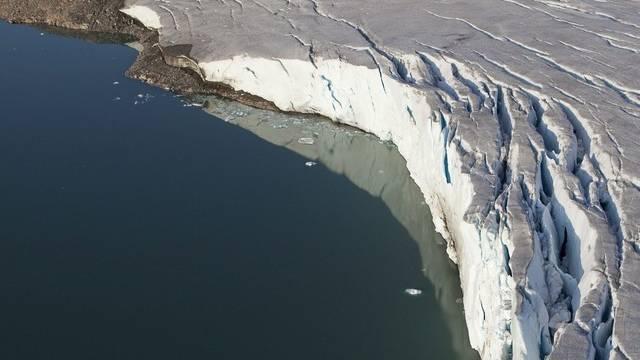 In einem arktischen Gletscher klafft ein grosser Riss (Archiv)