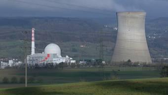 Das Kernkraftwerk im Aargau wurde am Samstagmorgen um 7:48 Uhr vom Stromnetz genommen und automatisch abgeschaltet. Das teilte die Betreiberin auf ihrer Website mit. Die genaue Ursache wird derzeit abgeklärt.
