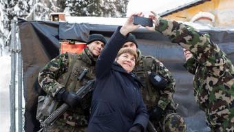 Trotz straffem Programm nimmt Amherd sich Zeit für ein Selfie. ENNIO LEANZA/keystone