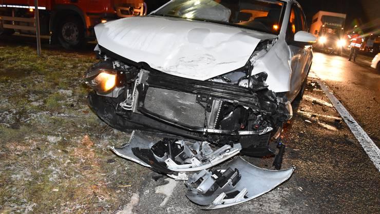Beide Autos erlitten Totalschaden.