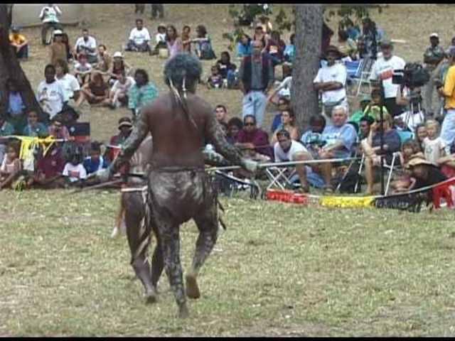 Ein Tanz des lokalen Aboriginal-Stamms, zu dem die Frau von Christian Schönenberger gehört.