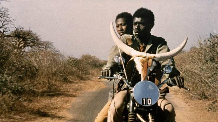 Szenenbild aus «Touki Bouki» von Djibril Diop Mambéty.