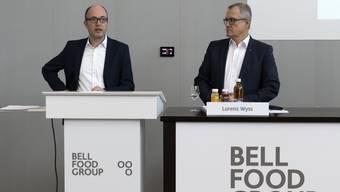Bell-Finanzchef Xavier Bruno und CEO Lorenz Wyss an der Bilanzmedienkonferenz am Hauptsitz in Basel.