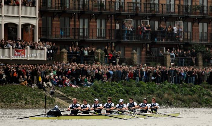 «The Boat Race»: Das Achterrennen zwischen Cambridge und Oxford in London.