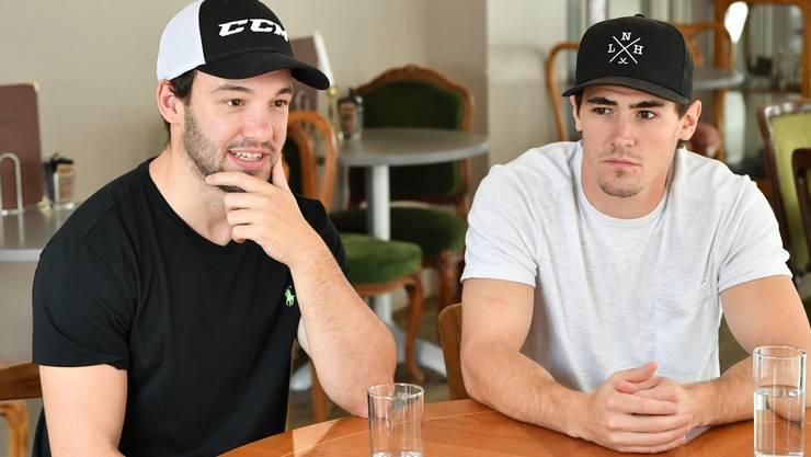 Die beiden neuen EHC Olten EHCO Ausländer Cason Hohmann und Bryce Gervais (weisses T-Shirt) im Interview
