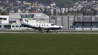 Der PC 12 der Firma Swiss Flight Services, ausgerüstet mit hochauflösenden Kameras, beim Start in Grenchen.
